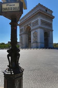 Famoso arco do triunfo em paris, frança