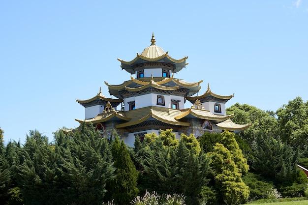Famoso templo budista chagdud gonpa no brasil, em três coroas, rio grande do sul