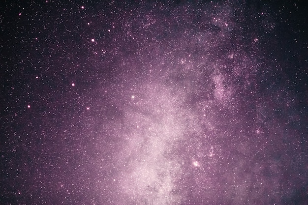 Fantasia da via láctea rosa com estrelas e espaço de escuridão no dia dos namorados romance.