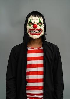 Fantasia de festa de halloween. retrato de máscara de maquiagem joker.