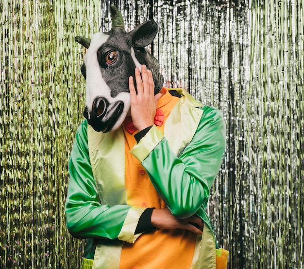 Fantasia de vaca engraçada para festa de carnaval
