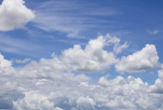 Fantasia e vintage nuvem dinâmica e céu