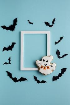 Fantasma de halloween mal com morcegos e moldura