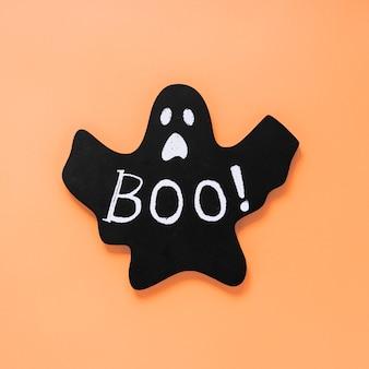 Fantasma de papel preto com boo! inscrição