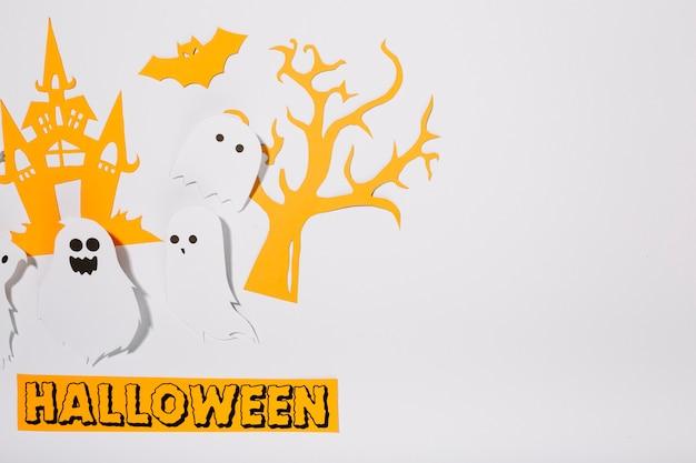 Fantasmas de papel com inscrição halloween