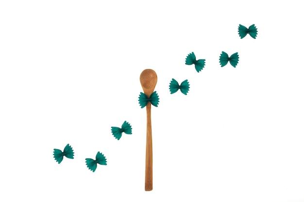 Farfalle com espirulina ou clorela