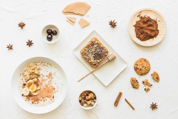 Farinha de aveia; favo de mel; biscoitos; chocolate; anis e canela