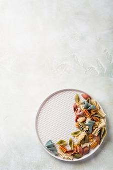 Farinha de espelta crua sortidas massas coloridas