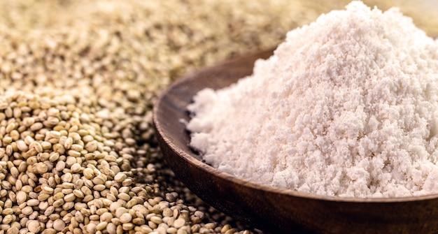Farinha de quinua sem glúten alternativa usada como ingrediente culinário