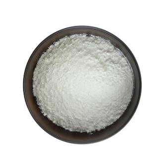 Farinha de tapioca em fundo branco