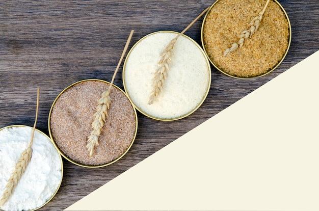 Farinha diferente de cereais de trigo em panelas de círculo. brotos de trigo moído, farelo de trigo, sêmola f