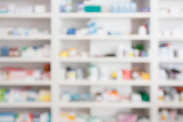Farmácia drogaria desfocando um fundo abstrato com remédios e produtos de saúde nas prateleiras