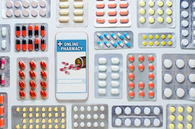 Farmácia on-line. aplicativo em seu smartphone para pedidos on-line de medicamentos. muitas pílulas. configuração plana