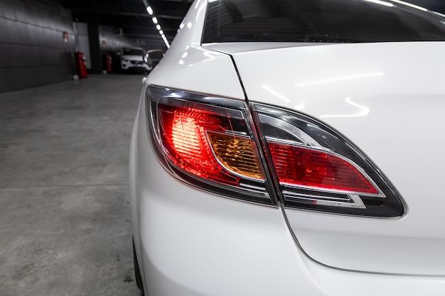 Faróis do carro suv, luz traseira moderna
