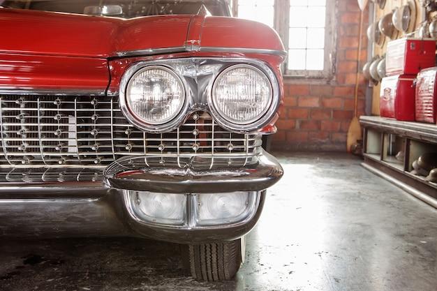 Farol de carro antigo