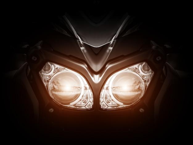 Farol de motocicleta moderna com duas lâmpadas