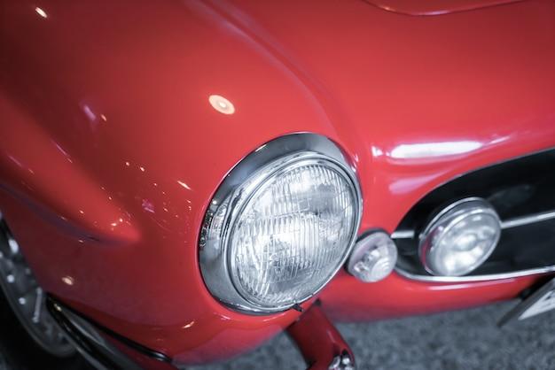 Farol de um carro antigo