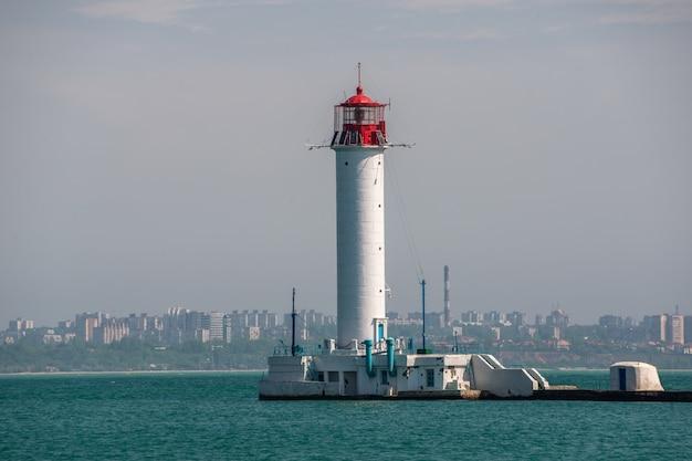 Farol de vorontsov no porto de odessa, ucrânia
