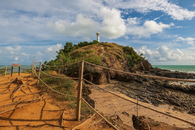 Farol e parque nacional de koh lanta, krabi, tailândia