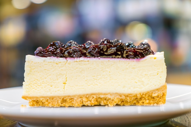 Fatia de bolo de queijo blueberry