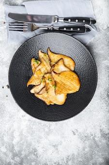 Fatia de eryngii grelhada frita cogumelo ostra cogumelos king eringi segundo prato refeição fresca lanche