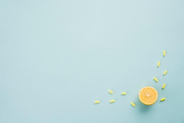 Fatia de frutas cítricas maduras e geléias