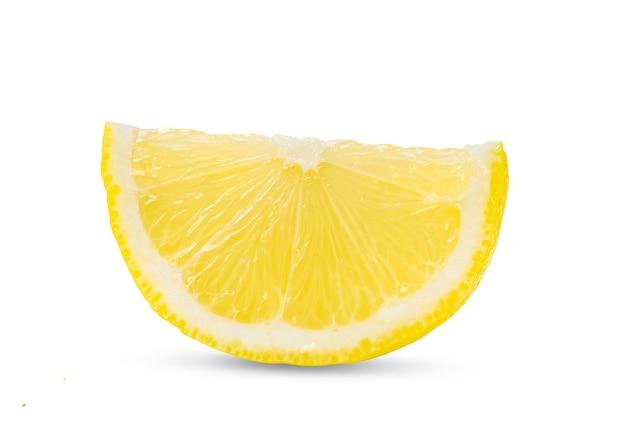 Fatia de limão cítrico isolado no branco
