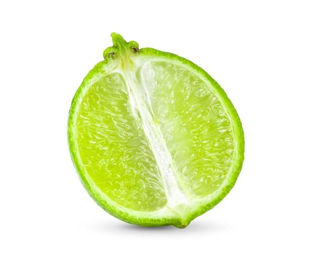 Fatia de limão isolada na superfície branca