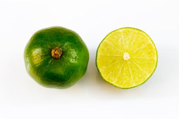 Fatia de limão na mesa