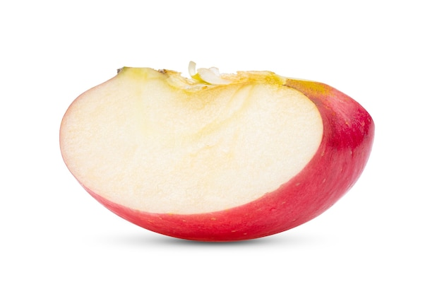 Fatia de maçã isolada em fundo branco