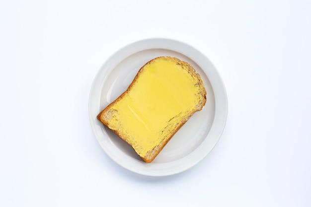 Fatia de pão com manteiga.