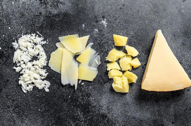 Fatia de queijo parmesão duro italiano, cortada, ralada