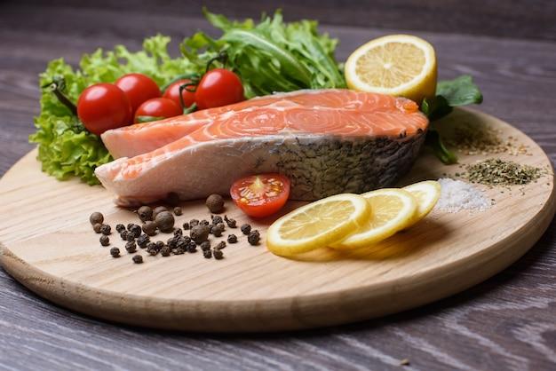 Fatia de salmão cru