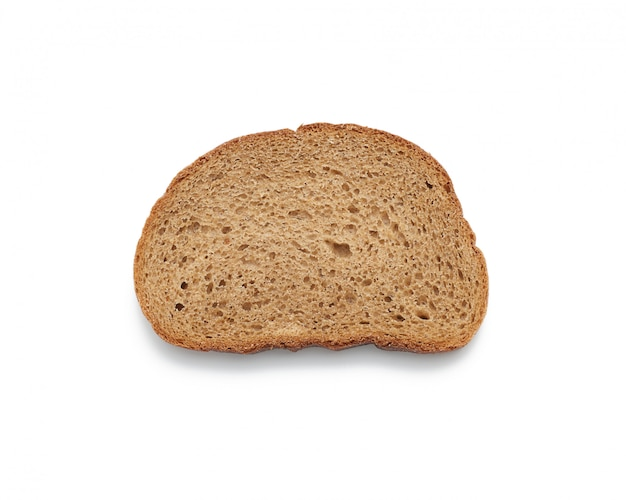 Fatia oval de pão de centeio, isolado no fundo branco