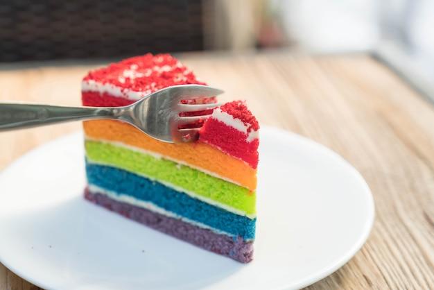 Fatia pastelaria prato aniversário ninguém utensílios