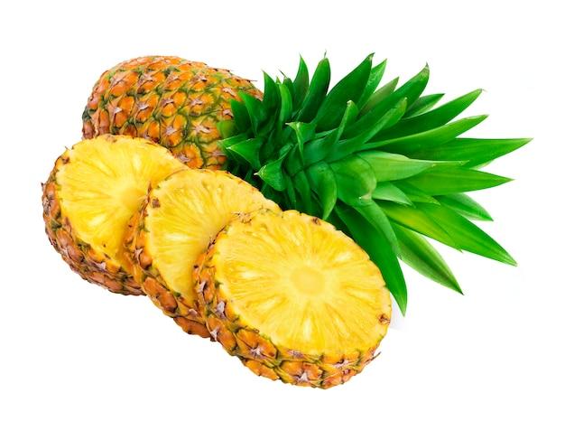 Fatias de abacaxi isoladas