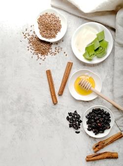 Fatias de aloe vera e sementes com canela Foto gratuita