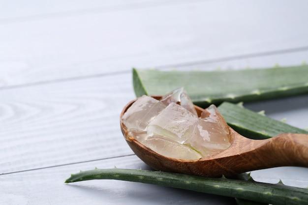 Fatias de aloe vera para cuidados com a pele