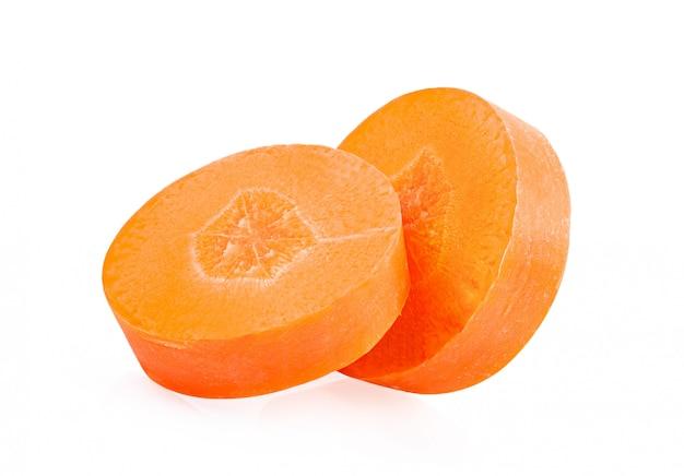 Fatias de cenoura em branco