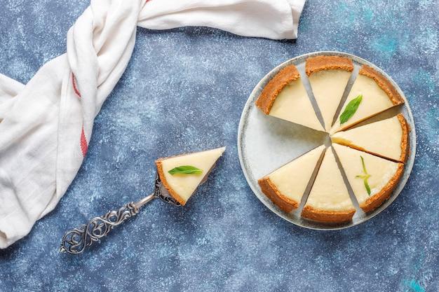 Fatias de cheesecake caseiro de nova york