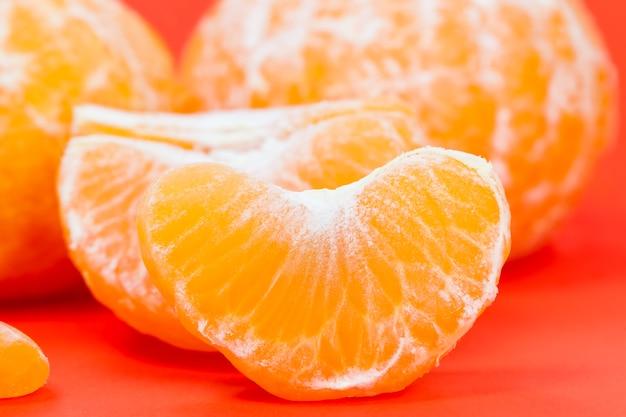 Fatias de deliciosa tangerina de laranja