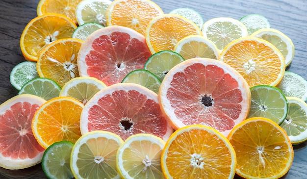 Fatias de frutas cítricas