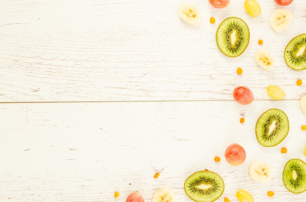 Fatias de frutas, dispostas em padrão