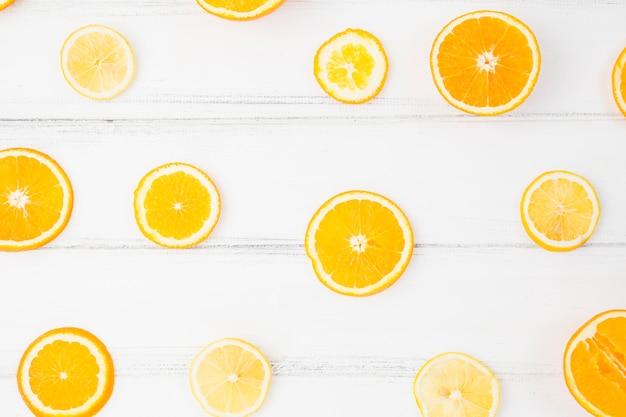 Fatias de laranja fresca