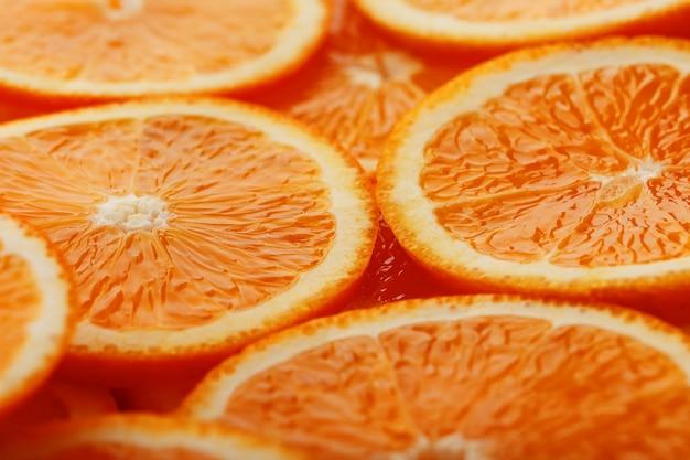 Fatias de laranja madura backlit