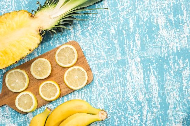 Fatias de limão com espaço para texto