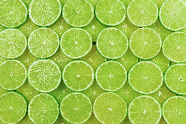 Fatias de limão fresco como pano de fundo.