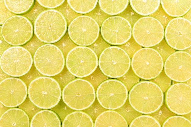 Fatias de limão fresco