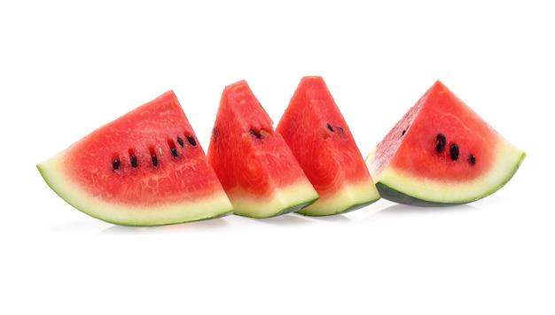 Fatias de melancia isolada no fundo branco