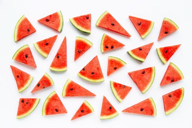 Fatias de melancia isoladas no branco.